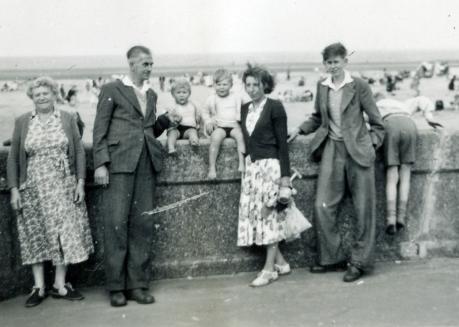 Daisy Jack Stephen Robert IreneRoy Osborne Mablethoroe c1952